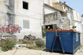 Empiezan las obras del teatro con el vaciado de escombros del edificio
