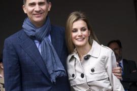 El príncipe Felipe dice que se les han hecho «muy cortos» sus 10 años de matrimonio