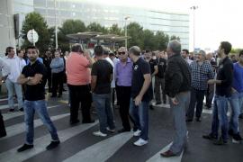 Los taxistas amenazan con más bloqueos hasta acabar con la oferta ilegal