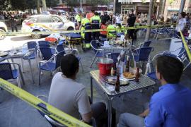 Un joven okupa apuñala a otro en plena Plaça d'Espanya por un ataque de celos