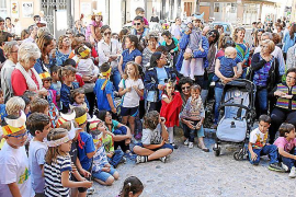 Los bailes de los Moretons llenan de fiesta las calles del barrio del Convent