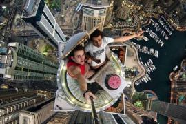Un joven de 19 años arrasa en las redes con los 'selfies' más extremos