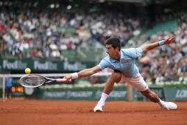 Djokovic se deshace de Sousa sin despeinarse