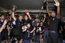 palma llegada del equipo de basquet al aeropuerto foto cañellas