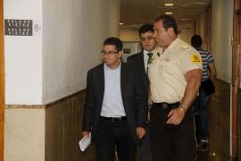 La ex secretaria de Moragues asegura que éste le pidió que rellenara papeletas para UM