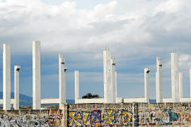 Urbanisme demolerá las columnas cercanas al aeropuerto