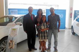Medimotors entregó un premio del concurso de dibujo infantil Toyota