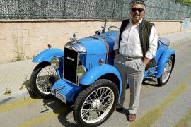Antonio Cruz, dueño de un coche único en su especie