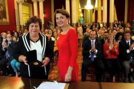 El Parlament distingue a María Luisa Cava de Llano Carrió con la Medalla de Honor