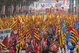 Miles de trabajadores a la calle para salvar empleo, salarios y diálogo social
