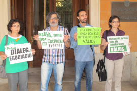 Miembros del STEI son desalojados del Parlament al pedir diálogo a Educació