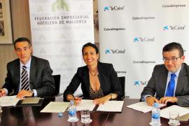 Convenio de 300 millones entre CaixaBank y la FEHM para la renovación de hoteles