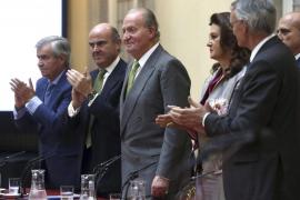 Los empresarios ovacionan al Rey en su primer discurso tras anunciar la abdicación