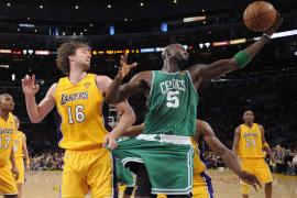 La defensa y Pau Gasol golpean a los Celtics