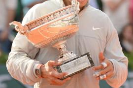 Rafa Nadal con su noveno trofeo Roland Garros
