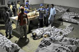Suicidas talibanes siembran el terror en el mayor aeropuerto de Pakistán