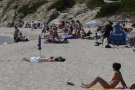 Reparan la tubería que vertía en Son Moll pero parte de la playa sigue cerrada