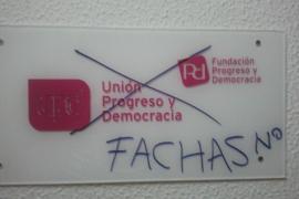 La sede de UPyD en Palma amanece con pintadas