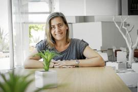 Lea Vélez: «Quería escribir sobre una mujer fuerte, de rompe y rasga»
