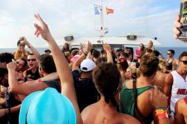 Comienza una campaña de control de las party boats en Balears