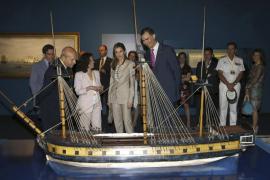 Estudiantes corean «Felipe VI, Felipe VI» en un acto de los Príncipes en Madrid