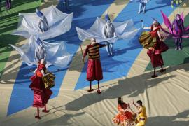 Artistas durante la ceremonia de apertura del Mundial de Brasil.