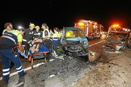 Una mujer fallecida, un herido crítico y otros tres graves en una colisión en Alcúdia