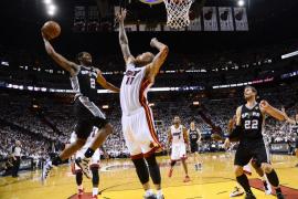 Los Spurs se vuelven a exhibir en Miami y están a un paso del anillo