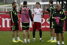 España dinamiza su estilo frente a Chile