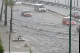 La tormenta inunda el Passeig Marítim de Palma