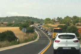 Retenciones kilométricas por el asfaltado de la carretera de Manacor a Sant Llorenç