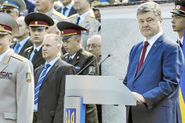 Ucrania anuncia un alto el fuego y abre la puerta al fin de la violencia