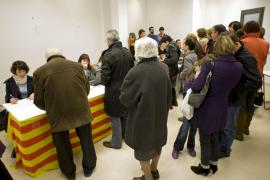 Las consultas en Catalunya registran una participación cercana al 30%