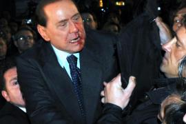 Silvio Berlusconi es agredido tras un mitin y llevado a un hospital de Milán