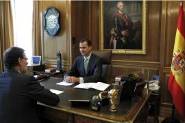 Felipe VI y Rajoy comparten su satisfacción por el desarrollo de la proclamación