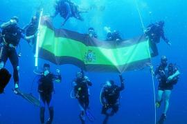 La bandera en el fondo del mar