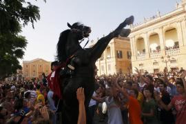 Ciutadella estalla en júbilo en su gran día de Sant Joan