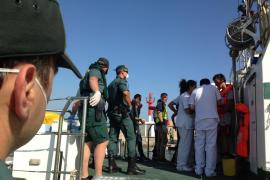 Los inmigrantes interceptados en Cabrera serán trasladados en breve a Barcelona