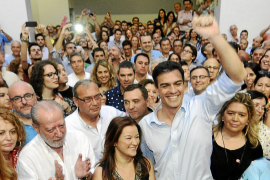 Pedro Sánchez lleva una clara ventaja en la carrera por liderar el PSOE
