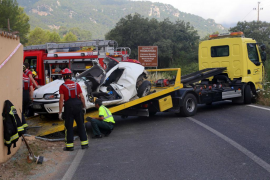 Muere un joven tras colisionar contra un muro en Esporles