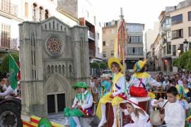 Los cossiers de Sant Vicenç de Paül triunfan el el desfile de Fires i Festes