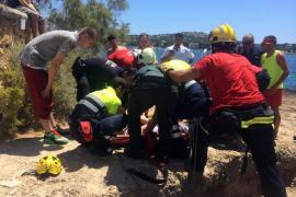 Rescatado un turista ebrio que se cayó por las rocas dos horas después de aterrizar en la Isla