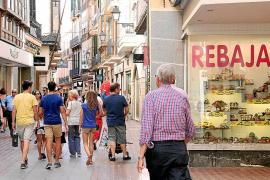 Unas rebajas con descuentos agresivos de hasta un 70 % y proliferación de turistas
