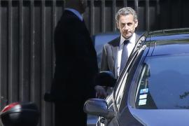 Sarkozy se defiende y dice estar «profundamente sorprendido»