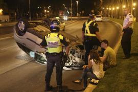Un conductor ebrio invade el carril contrario en el Passeig Marítim