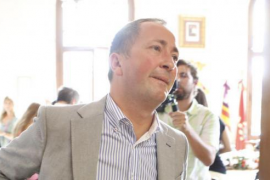 De Sintas formaliza su dimisión: «Una vida no vale un cargo»