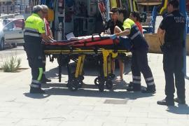 Hospitalizada una mujer tras caerse en una embarcación en el Port d'Andratx