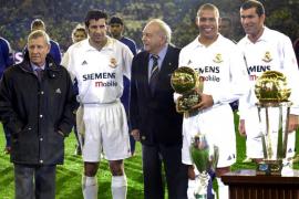 PARTIDO DEL CENTENARIO DEL REAL MADRID ANTE UNA SELECCION DE LA FIFA EN EL BERNABEU