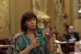 Armengol afirma que el Parlament «sólo  se abre en verano cuando le interesa a Bauzá»