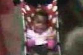 Una mujer abandona a un bebé en un andén del metro de Nueva York
